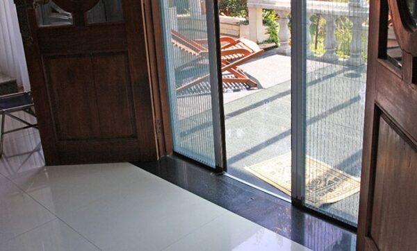 Cửa lưới chống muỗi cho biệt thự